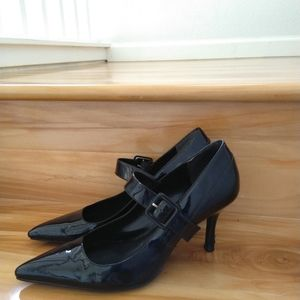 Ann Taylor black pumps size 6.5